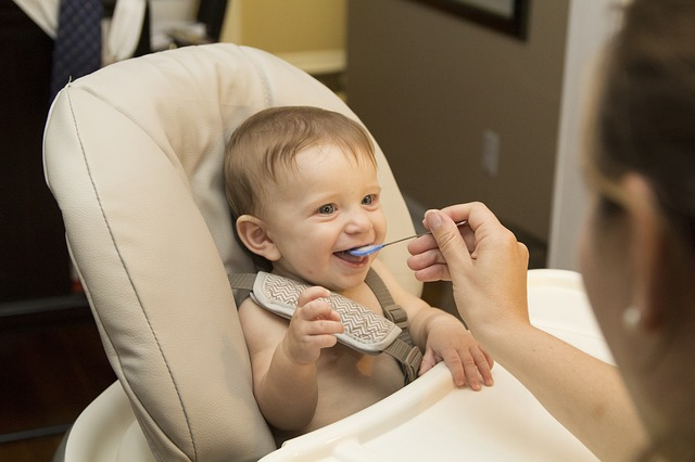 столче за хранене бебе дете