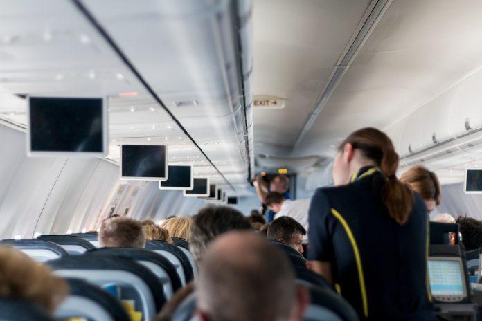 стюардесите